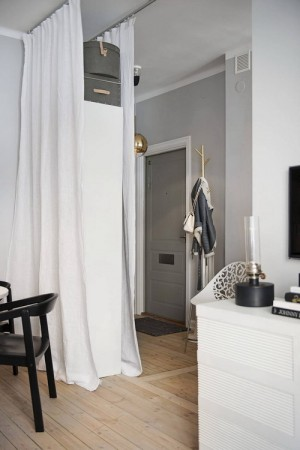 small-swedish-apartment-with-lamps-by-tom-dixon4
