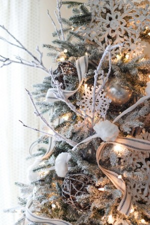 ribbon-on-christmas-tree-best-tips-ellaclair2-2