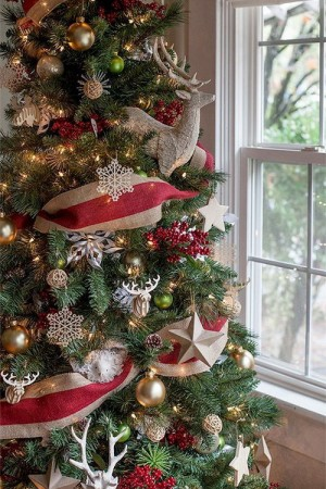 ribbon-on-christmas-tree-ideas12