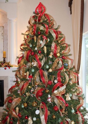 ribbon-on-christmas-tree-ideas4