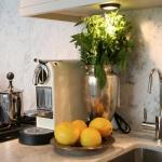 3-kitchen-tours-in-feminine-techno1-5.jpg