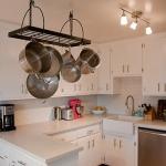 3-kitchen-tours-in-feminine-techno3-1.jpg