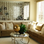 accent-metallic-in-livingroom2.jpg