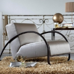 accent-metallic-in-livingroom4.jpg