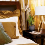 accent-metallic-in-bedroom3.jpg