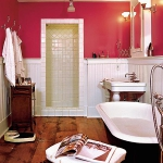 bathroom-in-red-wall-maxi1.jpg