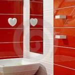 bathroom-in-red-wall-maxi2.jpg