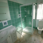 bathroom-in-turquoise10.jpg