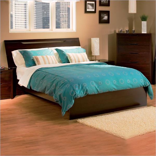 В общем, коричневая спальня бывает двух вариантов, первый вариант - это...