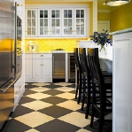 black-white-checkerboard-floors-tiles-in-kitchen7-2.jpg