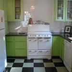 black-white-checkerboard-floors-tiles-in-kitchen8-2.jpg