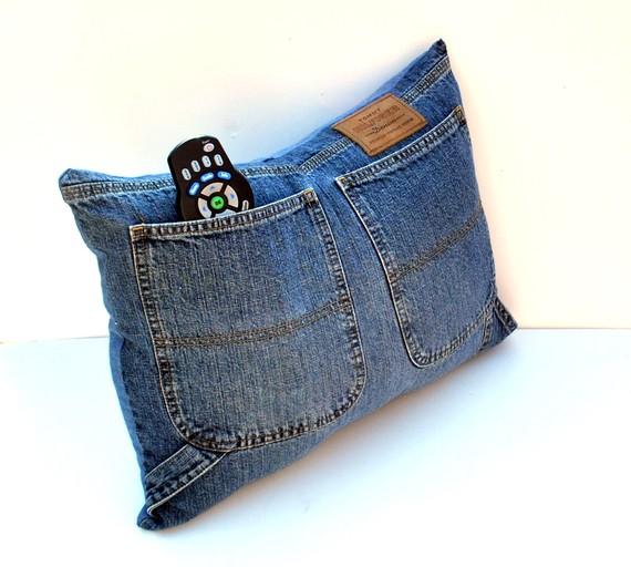 Как сшить подушку из старых джинсов
