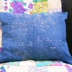 blue-jeans-pillows-trim-buttons6.jpg