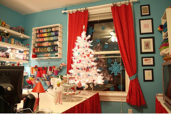 [Изображение: bright-craft-room-in-details-christmas1.jpg]