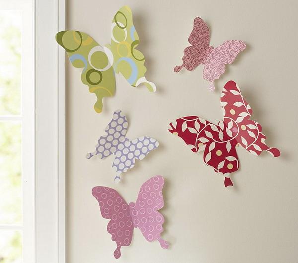 1. Возьмите лист бумаги или пленки.  2. Вырежьте квадрат (размер квадрата - это желаемый размер бабочки).