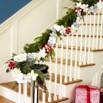 christmas-staircase-garland1-1.jpg