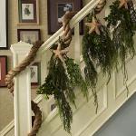 christmas-staircase-garland5-2.jpg