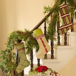 christmas-stairs-decoration1-1.jpg