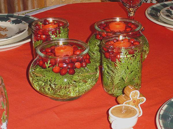 Новогодний декор для дома: хвоя, свечи, цветы.