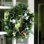 christmas-windows-decoration-wreath1.jpg