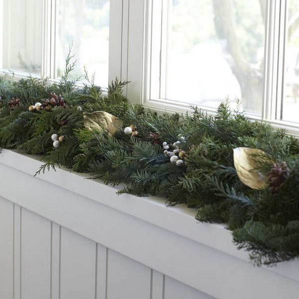 Как украсить окно к Новому году.