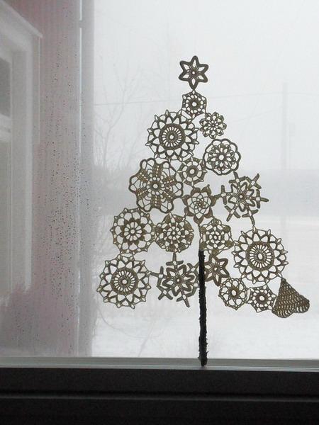 тематика новогоднего украшения окна.