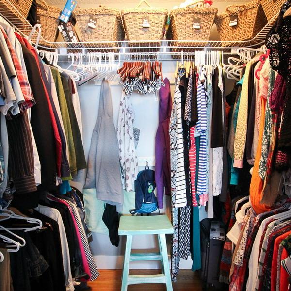 Красивая гардеробная комната с системой ПАКС из ИКЕА