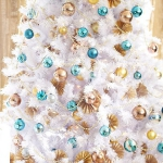 color-decor-to-white-christmas-tree1-4