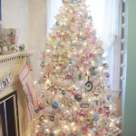 color-decor-to-white-christmas-tree3-2