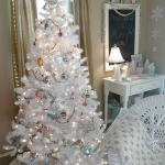 color-decor-to-white-christmas-tree3-3