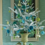 color-decor-to-white-christmas-tree4-1