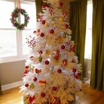 color-decor-to-white-christmas-tree4-7