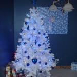 color-decor-to-white-christmas-tree6-5
