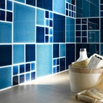 combo-blue-n-white-in-bathroom4.jpg