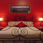 combo-red-black-white-bedroom5.jpg