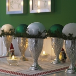 creative-decor-from-christmas-balls1-5