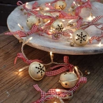 creative-decor-from-christmas-balls2-4