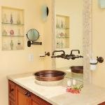 creative-storage-in-bathroom-niche2.jpg