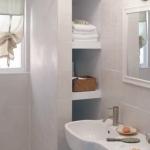 creative-storage-in-bathroom-niche3.jpg