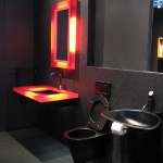 dark-tone-in-bathroom6-3.jpg