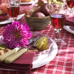 delightful-dahlias-in-table-setting1-1.jpg