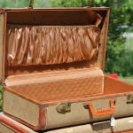 diy-crafty-suitcase1-before2.jpg