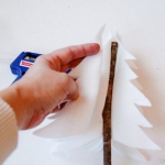 diy-tabletop-christmas-trees-from-felt1-4