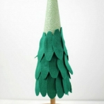diy-tabletop-christmas-trees-from-felt2-1