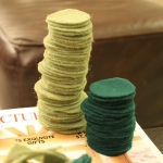 diy-tabletop-christmas-trees-from-felt4-1
