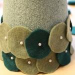 diy-tabletop-christmas-trees-from-felt4-3
