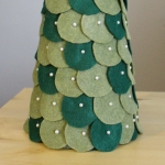 diy-tabletop-christmas-trees-from-felt4-4