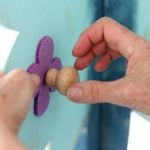 diy-tree-clothing-racks-in-kidsroom1-4.jpg