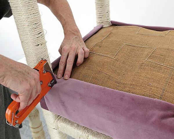 Как обшить стул кожей своими руками 20