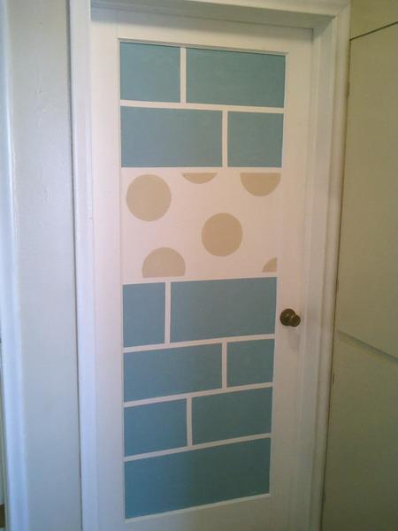 Как обновить дверь в ванную своими руками